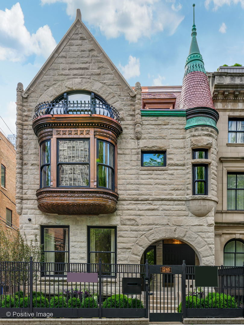 Photo of 1246 N Astor Street, Chicago, IL 60610