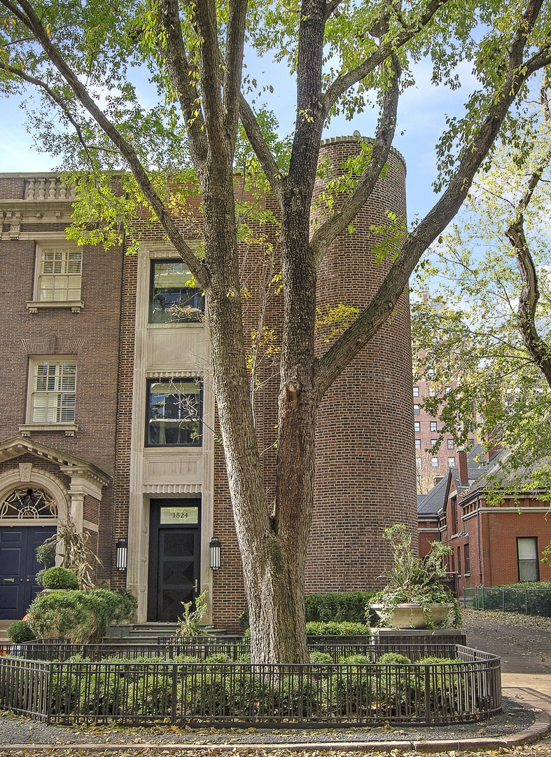 Photo of 1524 N Astor Street, Chicago, IL 60610