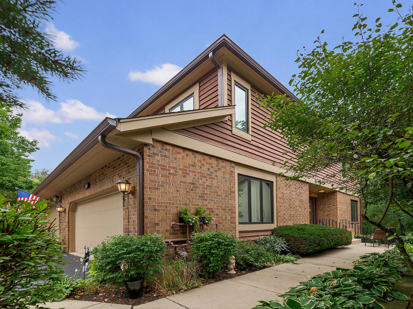 Photo of 1010 Braemoor Drive, Downers Grove, IL 60515