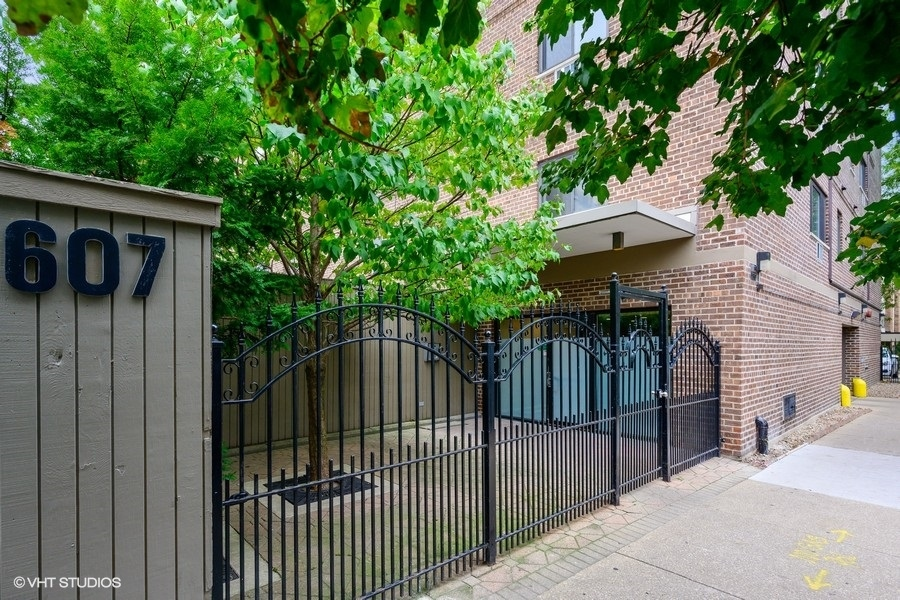 Photo of 607 W Wrightwood Avenue #401, Chicago, IL 60614