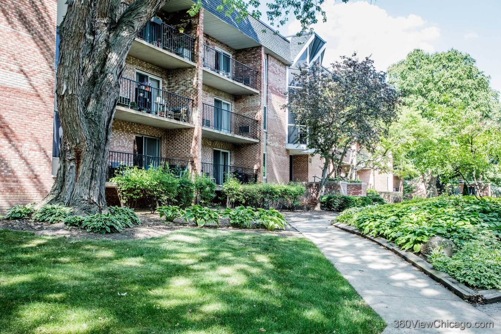 Photo of 1041 N MILL Street #304, Naperville, IL 60563