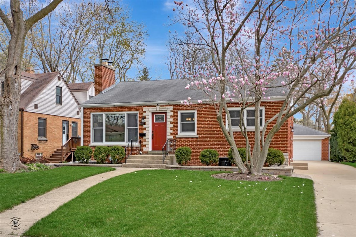 Photo of 5737 Hillcrest Road, Downers Grove, IL 60516