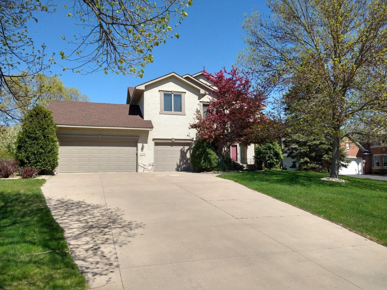 Photo of 2932 Hillsview W, Roseville, MN 55113