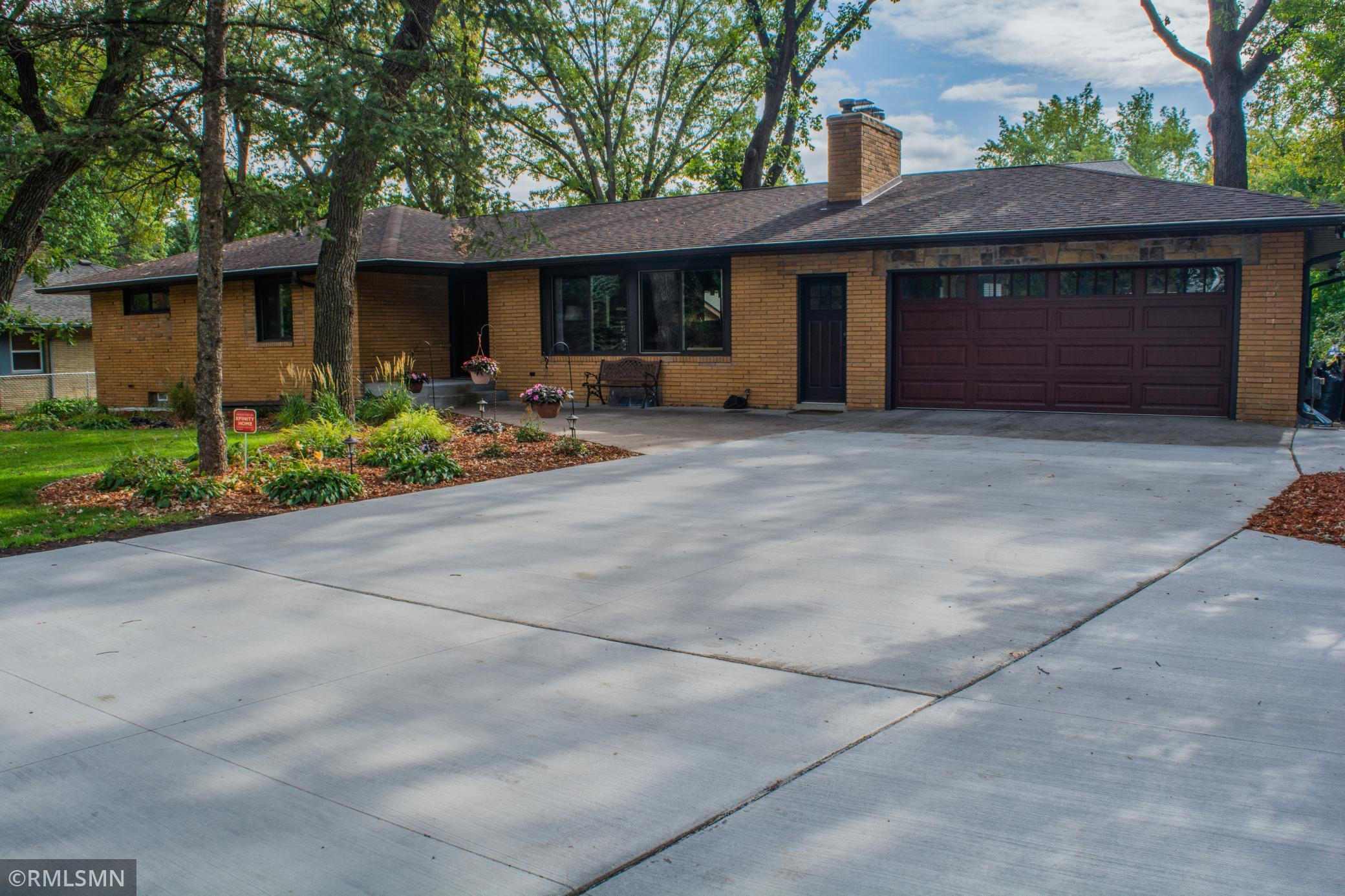 Photo of 990 County Road B W, Roseville, MN 55113