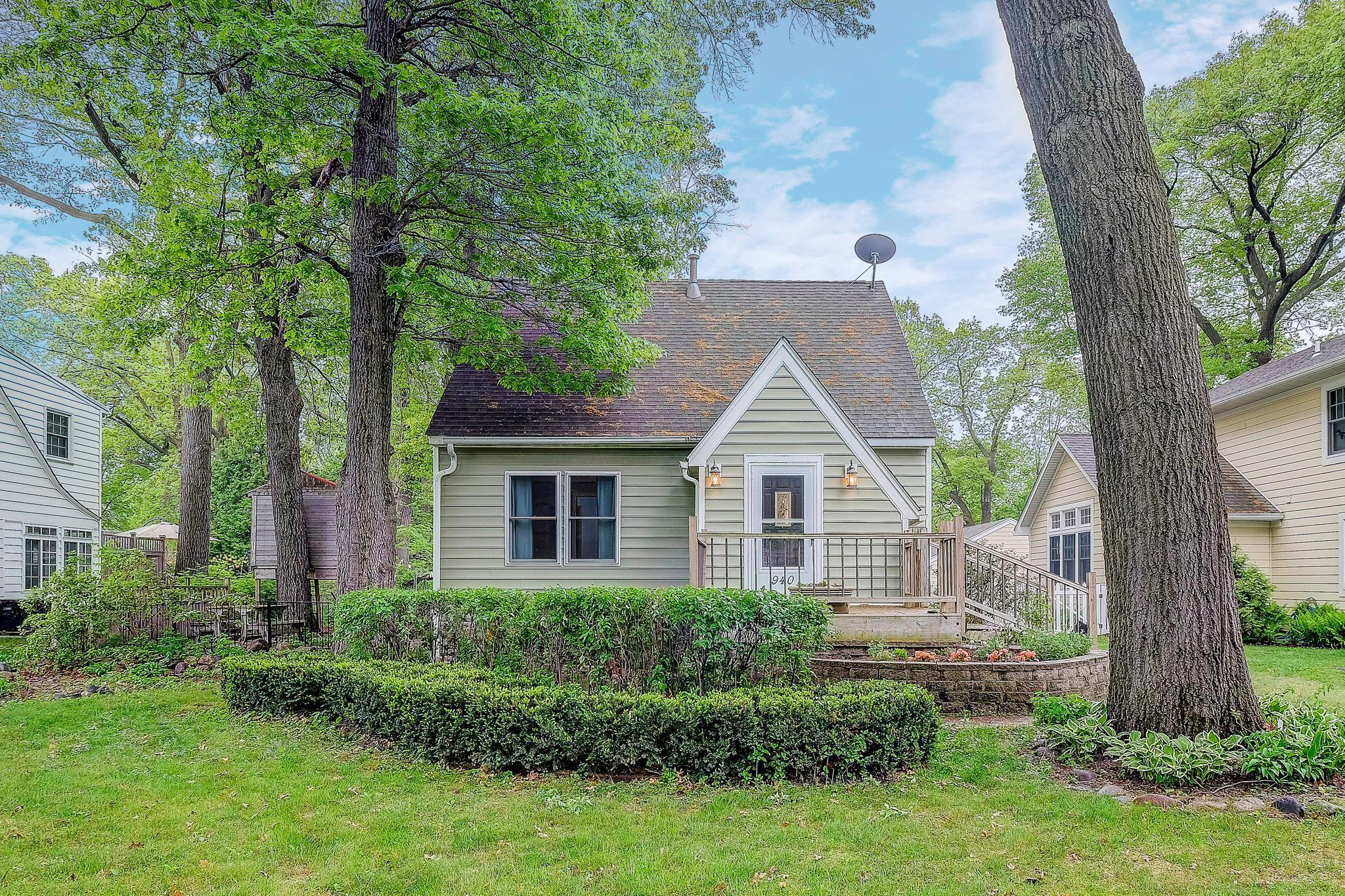 Photo of 940 County Road B W, Roseville, MN 55113